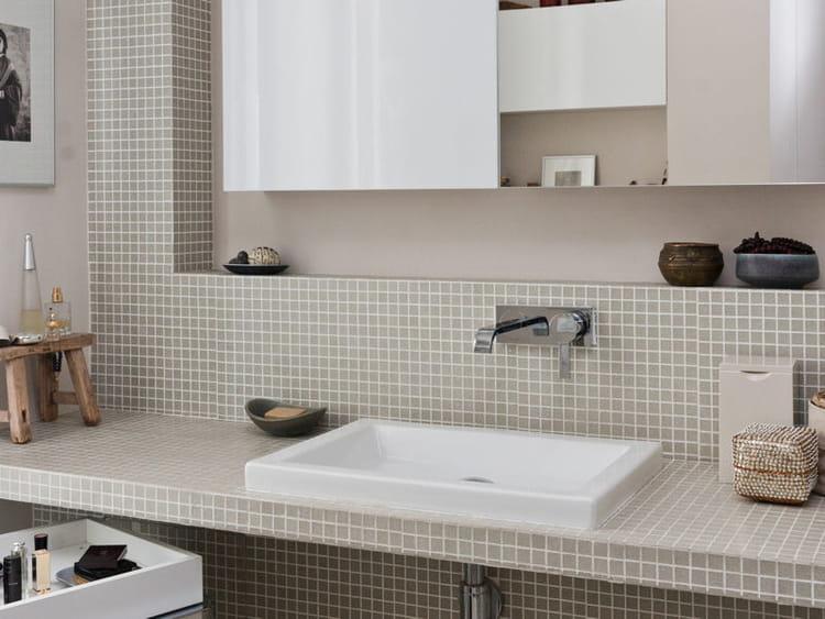 une salle d 39 eau f minine salle de bains la mosa que cr e l 39 ambiance journal des femmes. Black Bedroom Furniture Sets. Home Design Ideas