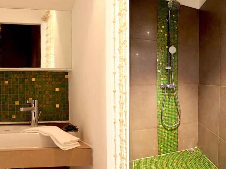 Une touche luxueuse salle de bains la mosa que cr e l - Salle de bain avec frise mosaique ...