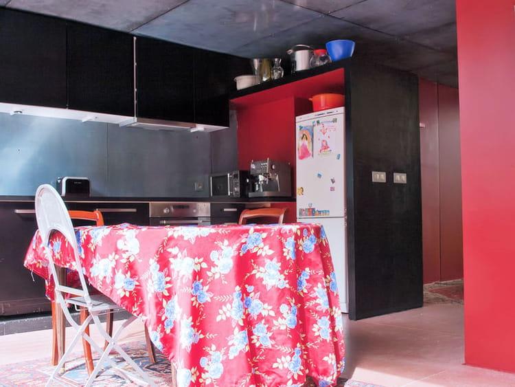 Deco Chambre Ado Fille Ikea : Une cuisine ouverte en rouge et noir  Des cuisines rouge passion
