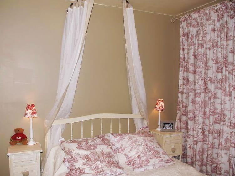toile de jouy vos plus belles chambres romantiques journal des femmes d coration. Black Bedroom Furniture Sets. Home Design Ideas
