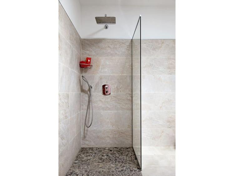 Douche chic douche l 39 italienne une pluie de bonnes id es journal - Idee carrelage douche italienne ...