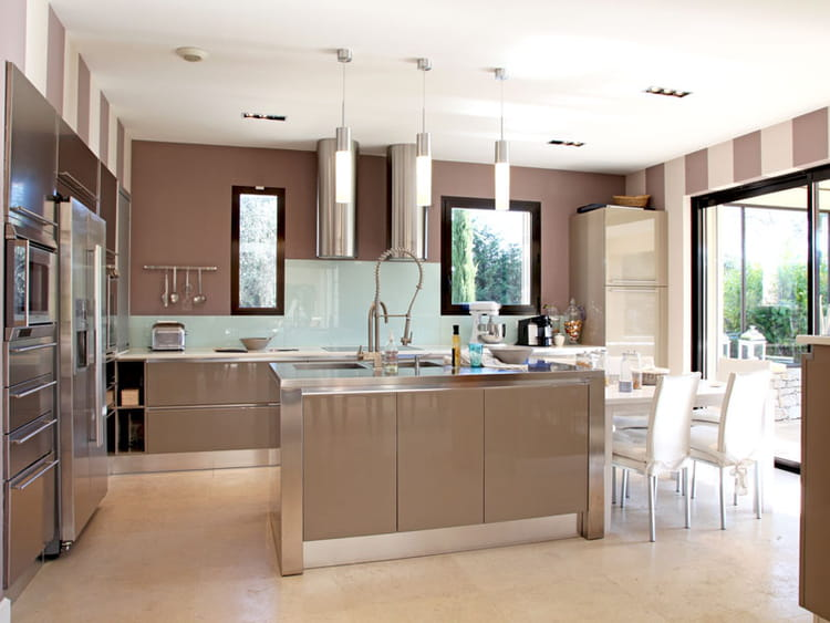 Bayad re taupe clair for Cuisine mur taupe