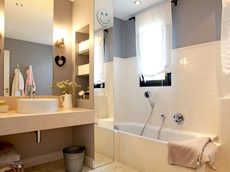 une salle de bains de fille une villa d 39 architecte tout en volumes et lumi re journal. Black Bedroom Furniture Sets. Home Design Ideas