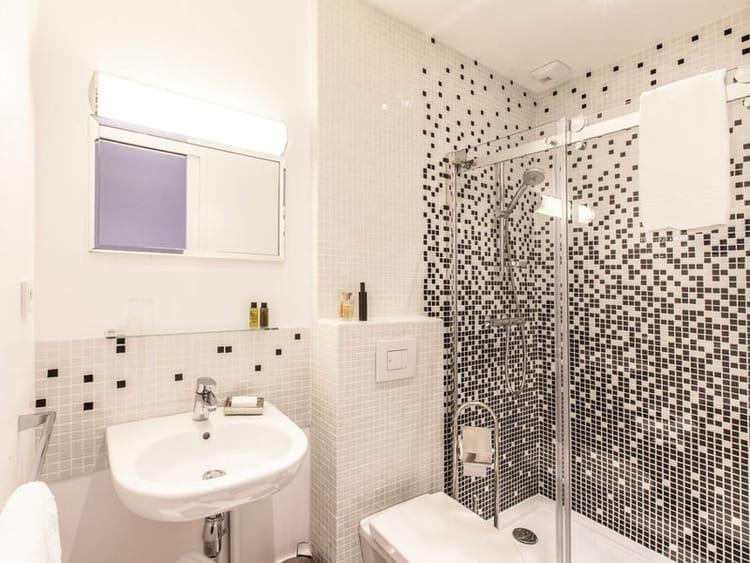 Salle de bain mosaique blanche meilleures id es cr atives pour la conceptio - Idee mosaique salle de bain ...
