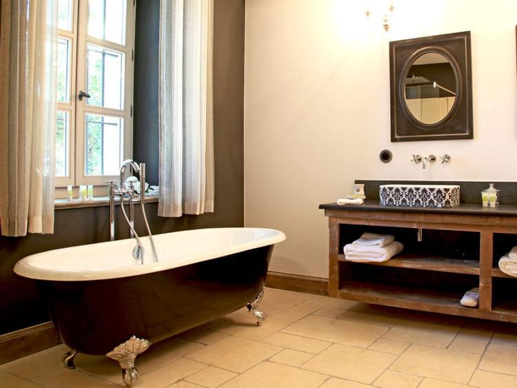on veut une baignoire l 39 ancienne journal des femmes. Black Bedroom Furniture Sets. Home Design Ideas
