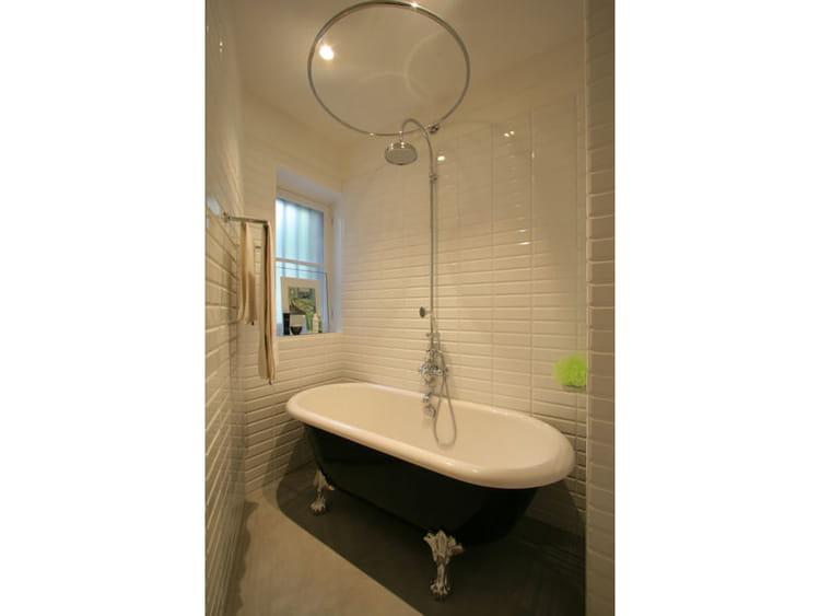 bien dans mon bain on veut une baignoire l 39 ancienne journal des femmes. Black Bedroom Furniture Sets. Home Design Ideas