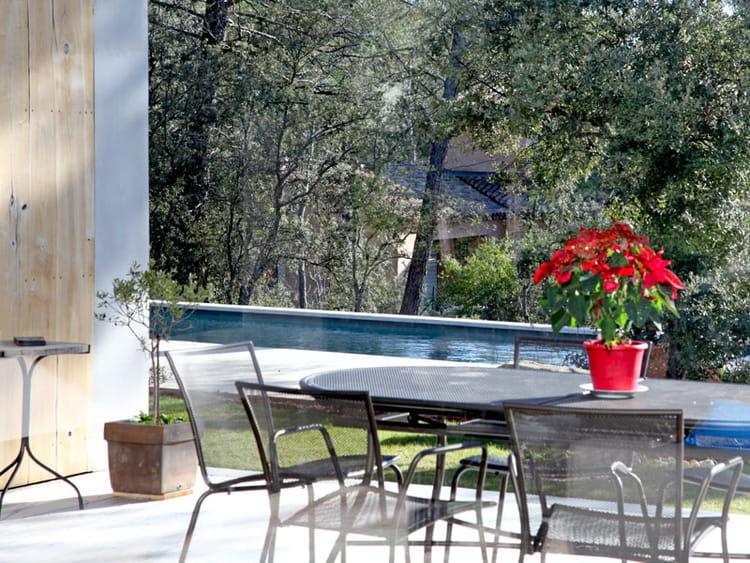 bassin de nage en balcon une maison pour vivre dedans ou dehors journal des femmes. Black Bedroom Furniture Sets. Home Design Ideas