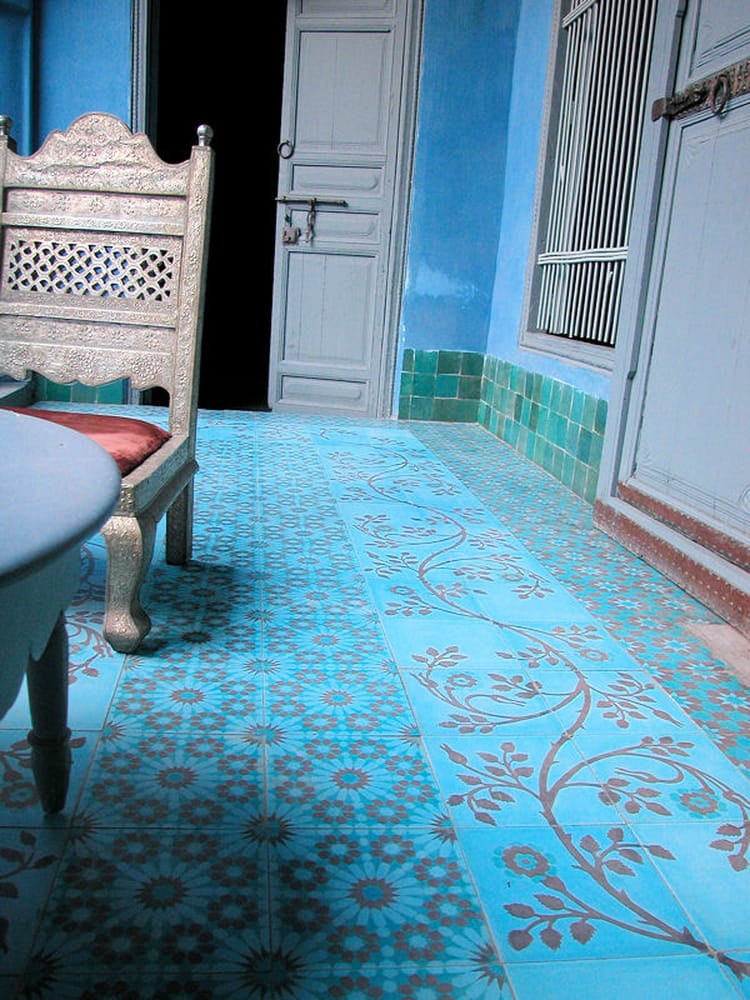 Carreaux de ciment bleu vif d 39 emery cie on se tient for Carrelage emery