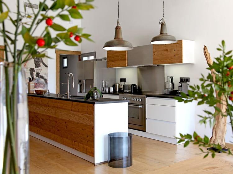 Une cuisine zen utiliser le bois dans sa cuisine for Planche bois cuisine