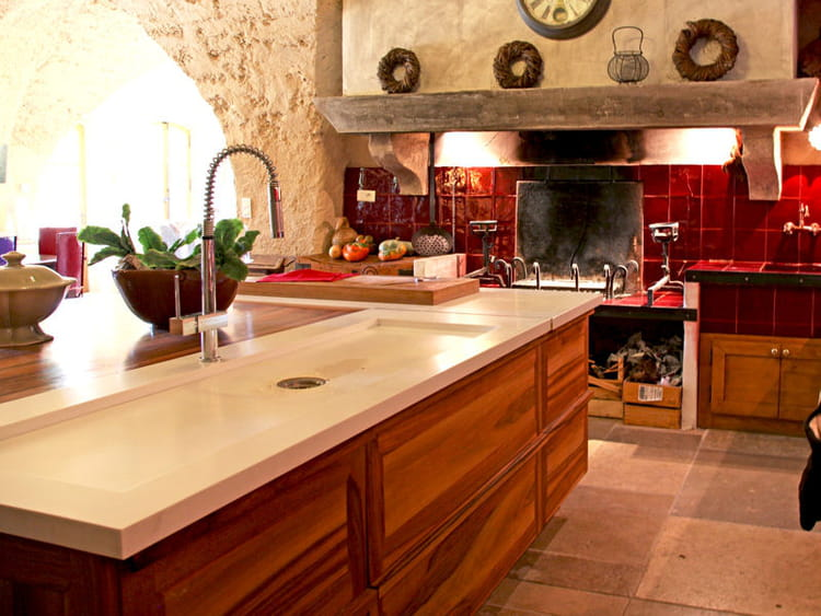cuisine en bois avec lot utiliser le bois dans sa cuisine journal des femmes. Black Bedroom Furniture Sets. Home Design Ideas