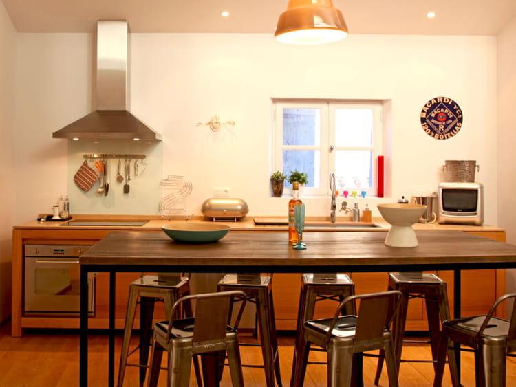 cuisine en bois sur pieds utiliser le bois dans sa cuisine journal des femmes. Black Bedroom Furniture Sets. Home Design Ideas