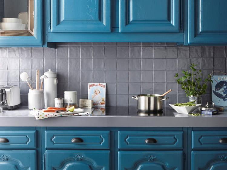 cuisine peinte en bleu cette peinture satine destine la rnovation des faences - Cuisine Repeinte En V33 Gris