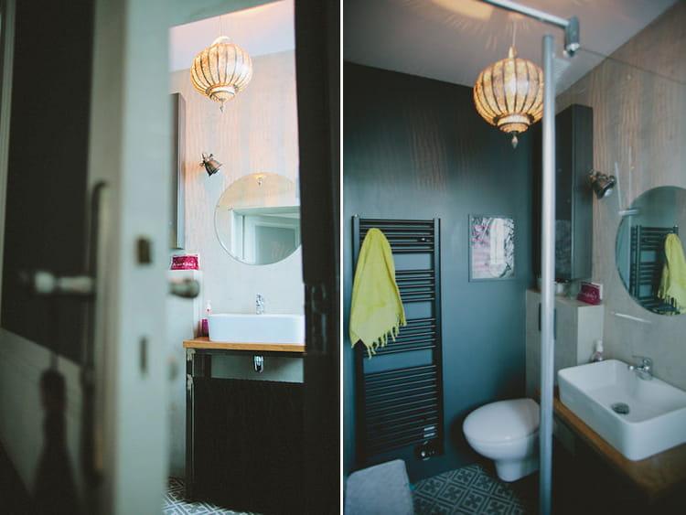 Carreaux de ciment dans la salle de bains un trois for Carreaux salle de bain mur