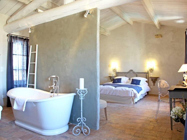Mince cloison tendance la salle de bains ouverte sur for Salle de bain ouverte sur chambre