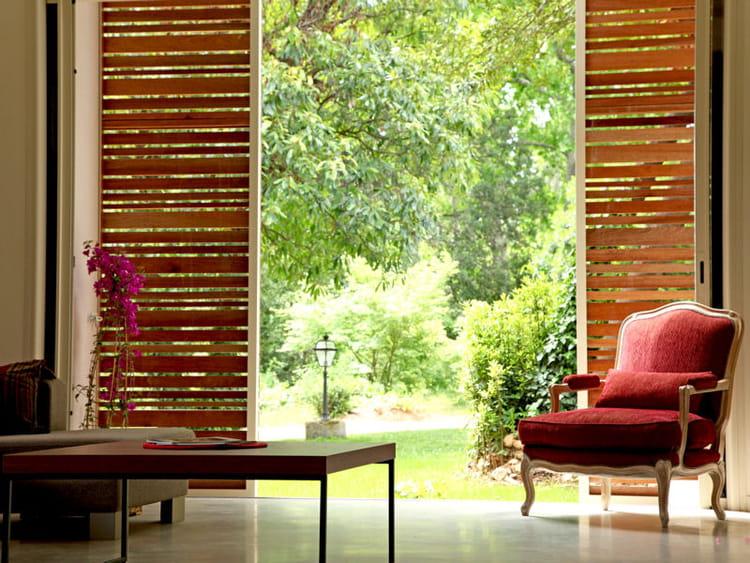 Des panneaux de bois coulissants des maisons ouvertes for Panneaux de bois exterieur