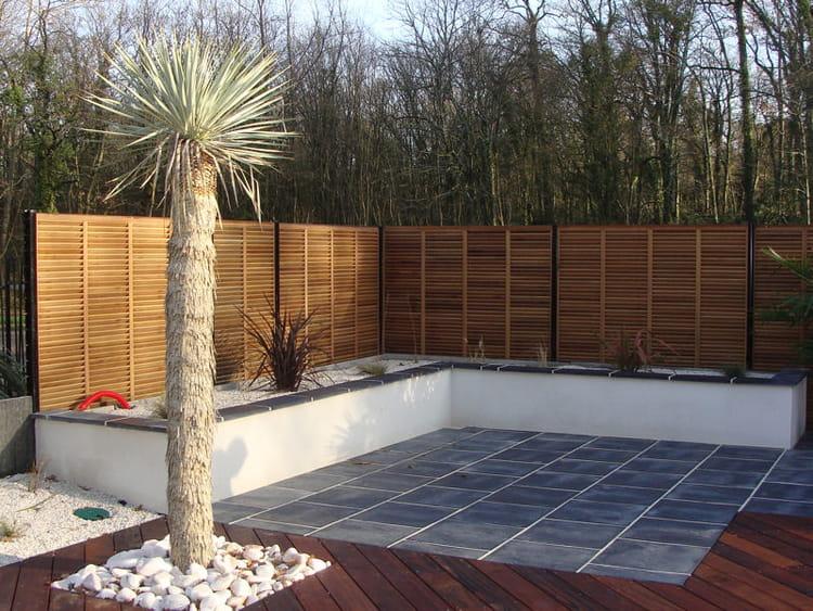 la terrasse en angle un jardin sec et exotique avec terrasse journal des femmes. Black Bedroom Furniture Sets. Home Design Ideas