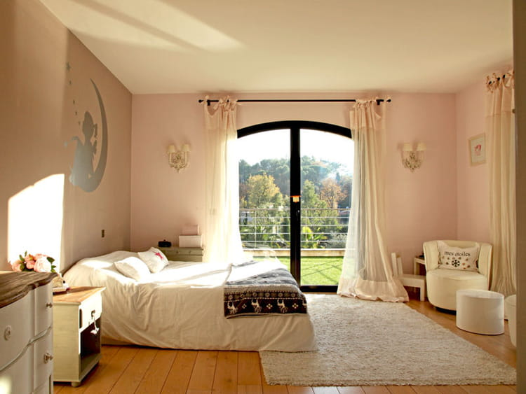 chambre grise et rose poudre pr l vement d. Black Bedroom Furniture Sets. Home Design Ideas