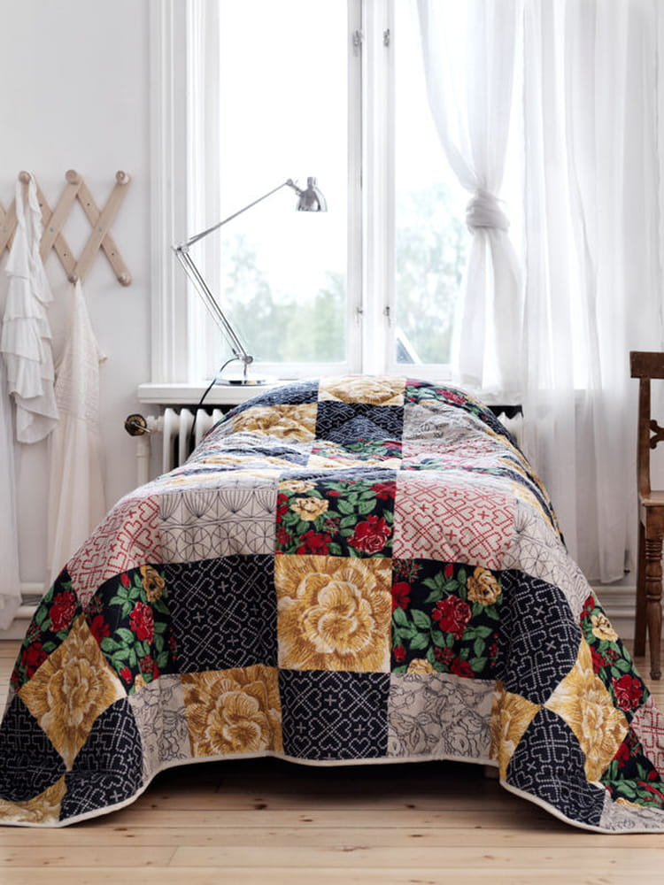 patchwork fleuri ikea une collection capsule entre. Black Bedroom Furniture Sets. Home Design Ideas