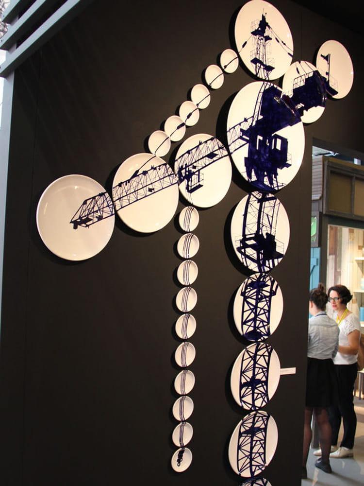 assemblage urbain cadres et miroirs des compos murales imiter journal des femmes d coration. Black Bedroom Furniture Sets. Home Design Ideas