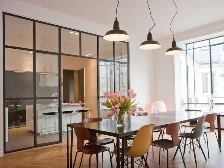 un int rieur vaste et lumineux la cuisine avec verri re mi ouverte mi ferm e journal des femmes. Black Bedroom Furniture Sets. Home Design Ideas