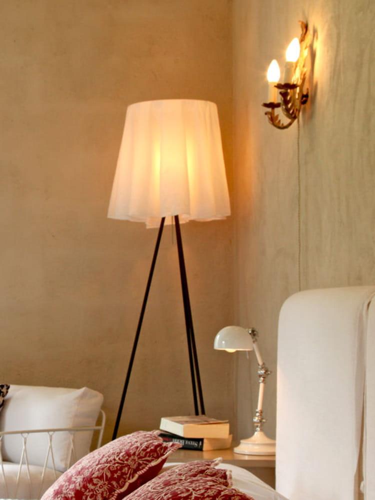 abat jour recouvert d 39 un tissu des mises en lumi re tr s d co journal des femmes. Black Bedroom Furniture Sets. Home Design Ideas