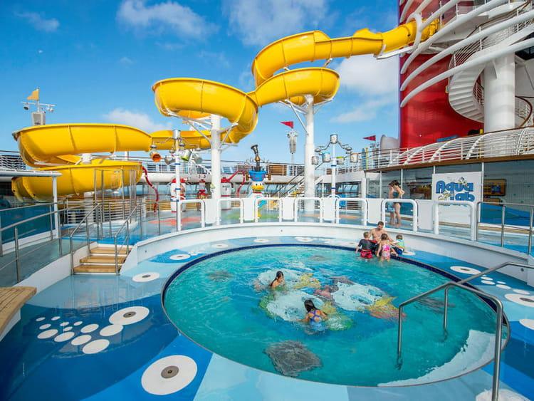 L 39 aqualab une piscine pour les tout petits disney for Magic renov tout pret