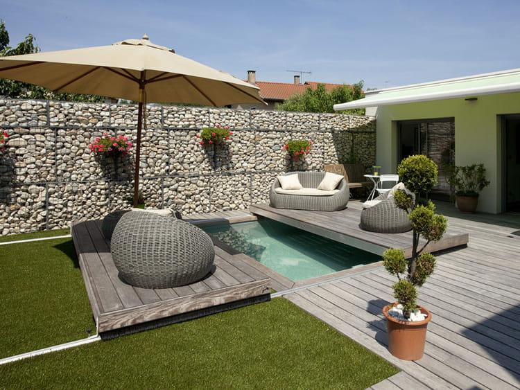 Petite piscine de ville qui se referme des piscines qu for Petite piscine pour terrasse