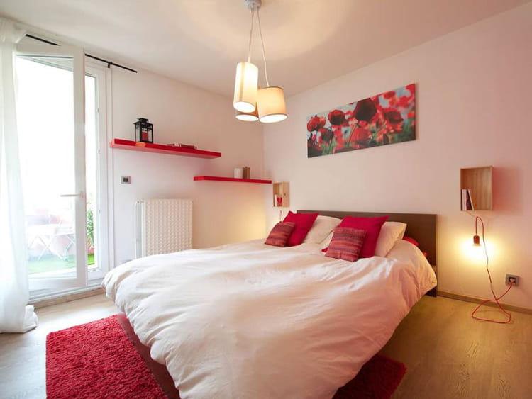 une chambre cocooning un appart 39 la d co sixties assum e journal des femmes. Black Bedroom Furniture Sets. Home Design Ideas