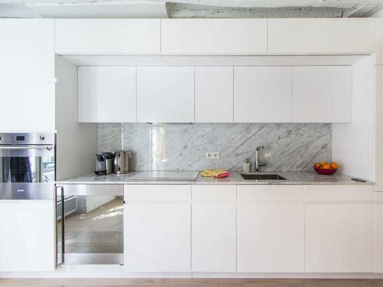 Une cuisine immacul e ouverte sur le salon carte blanche - Cuisine blanche ouverte sur salon ...