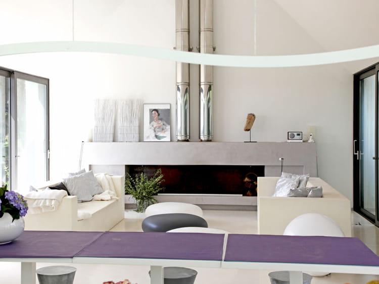 chemin e en b ton au chaud devant la chemin e. Black Bedroom Furniture Sets. Home Design Ideas