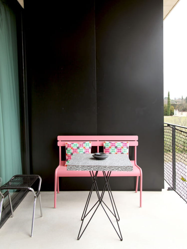 balcon noir et rose balcon 33 id es d co pour l 39 am nager journal des femmes. Black Bedroom Furniture Sets. Home Design Ideas