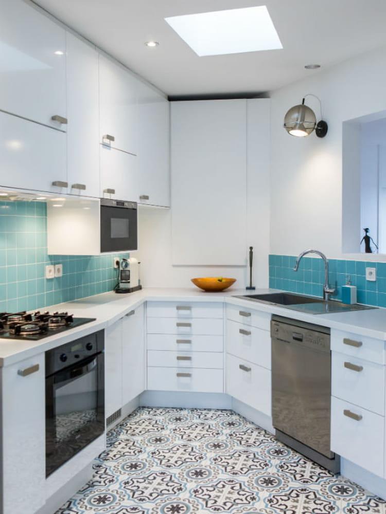 une cr dence pop des cr dences de cuisine qui ont du style journal des femmes. Black Bedroom Furniture Sets. Home Design Ideas