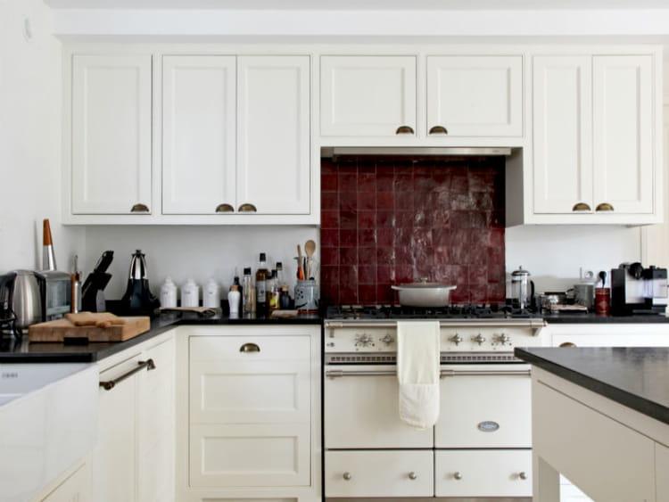 Poser une credence de cuisine maison design for Poser credence cuisine