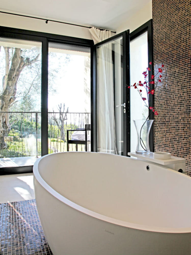 salle de bains avec mosa que 20 exemples r ussis salle de bains la mosa que cr e l. Black Bedroom Furniture Sets. Home Design Ideas