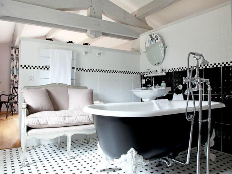 Frise Salle De Bain Mosaique : accentue le jeu de couleur du carrelage et modernise cette salle bains …
