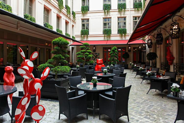 Le patio du restaurant le vraymonde au buddha bar h tel for Restaurant avec patio paris