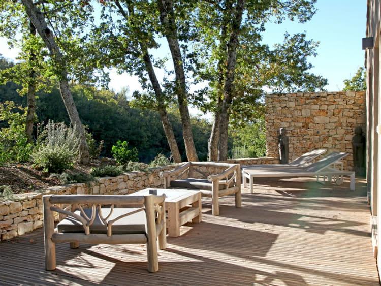 Un Salon De Jardin En Bois Massif Les Salons D 39 T S 39 Installent Au Jardin Journal Des Femmes