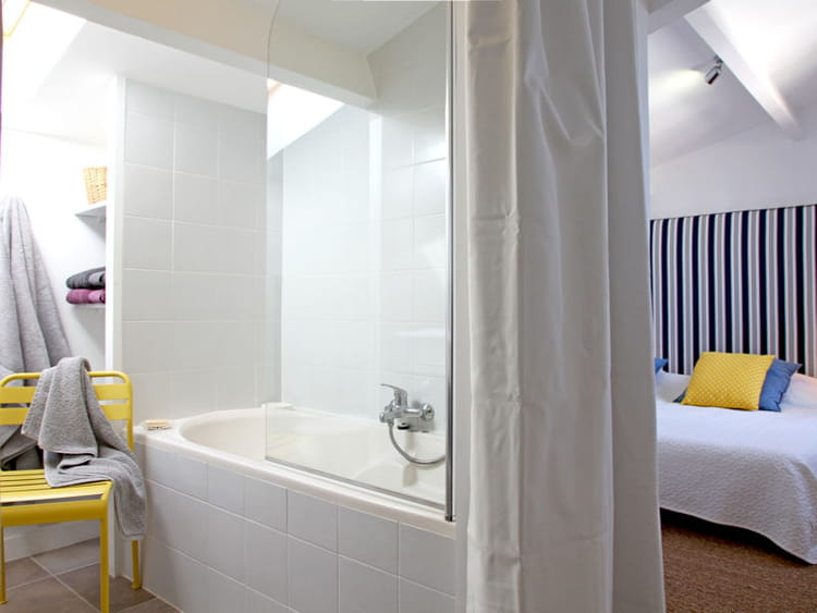 Tendance la salle de bains ouverte sur la chambre - Chambre avec salle d eau ouverte ...