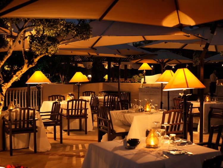 D ner romantique au restaurant l 39 olivier escale glamour for Diner romantique a la maison