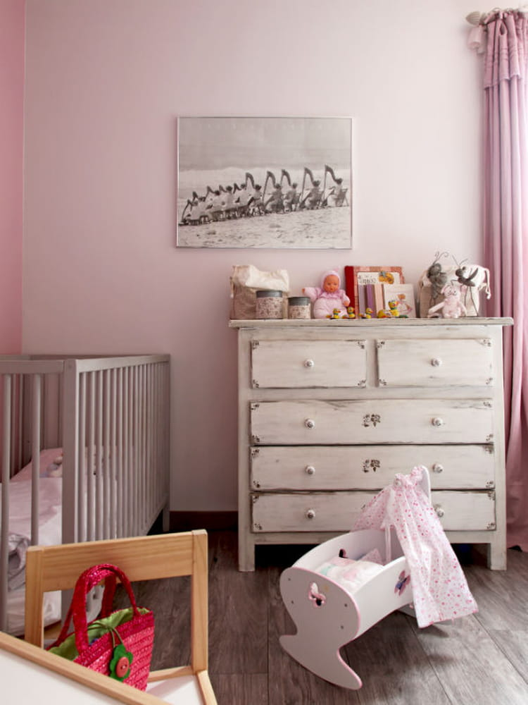 Une chambre poudr e id es d co pour chambres d 39 enfant croquer journ - Idee deco chambre femme ...