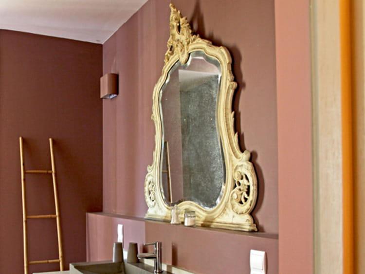 un miroir ancien accessoiriser sa salle de bains comme une pro journal des femmes. Black Bedroom Furniture Sets. Home Design Ideas