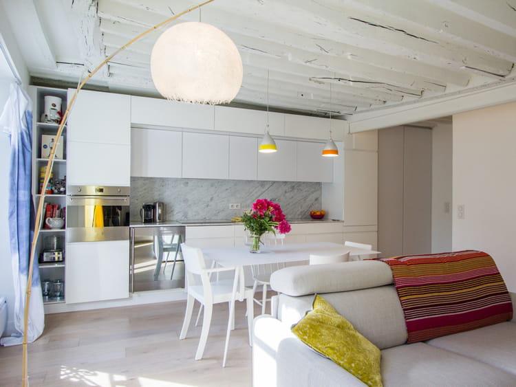 une cuisine ouverte toute en longueur des cuisines ouvertes conviviales et ultra pratiques. Black Bedroom Furniture Sets. Home Design Ideas