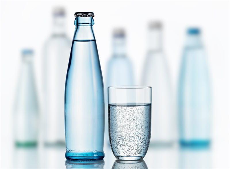 pour aider la digestion il faut boire beaucoup d 39 eau f tes de fin d 39 ann e stop aux id es. Black Bedroom Furniture Sets. Home Design Ideas