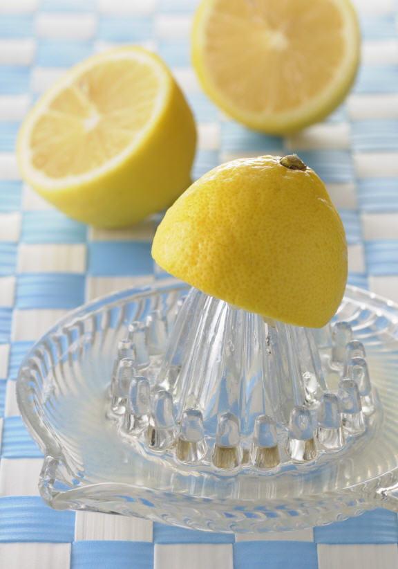 pas de r gime d tox sans citron press le vrai du faux de la cure d tox journal des femmes. Black Bedroom Furniture Sets. Home Design Ideas