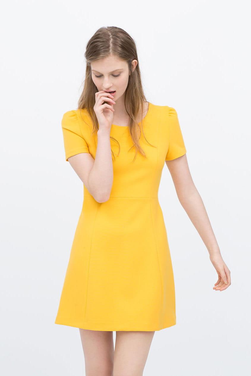 robe jaune de zara 20 tenues l gantes pour un mariage en hiver journal des femmes