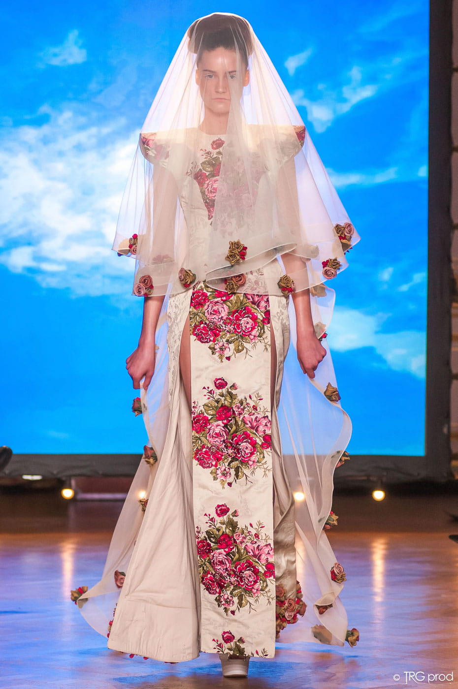 Robe de mari e legends fleurie haute couture printemps for Legens jardin d hiver