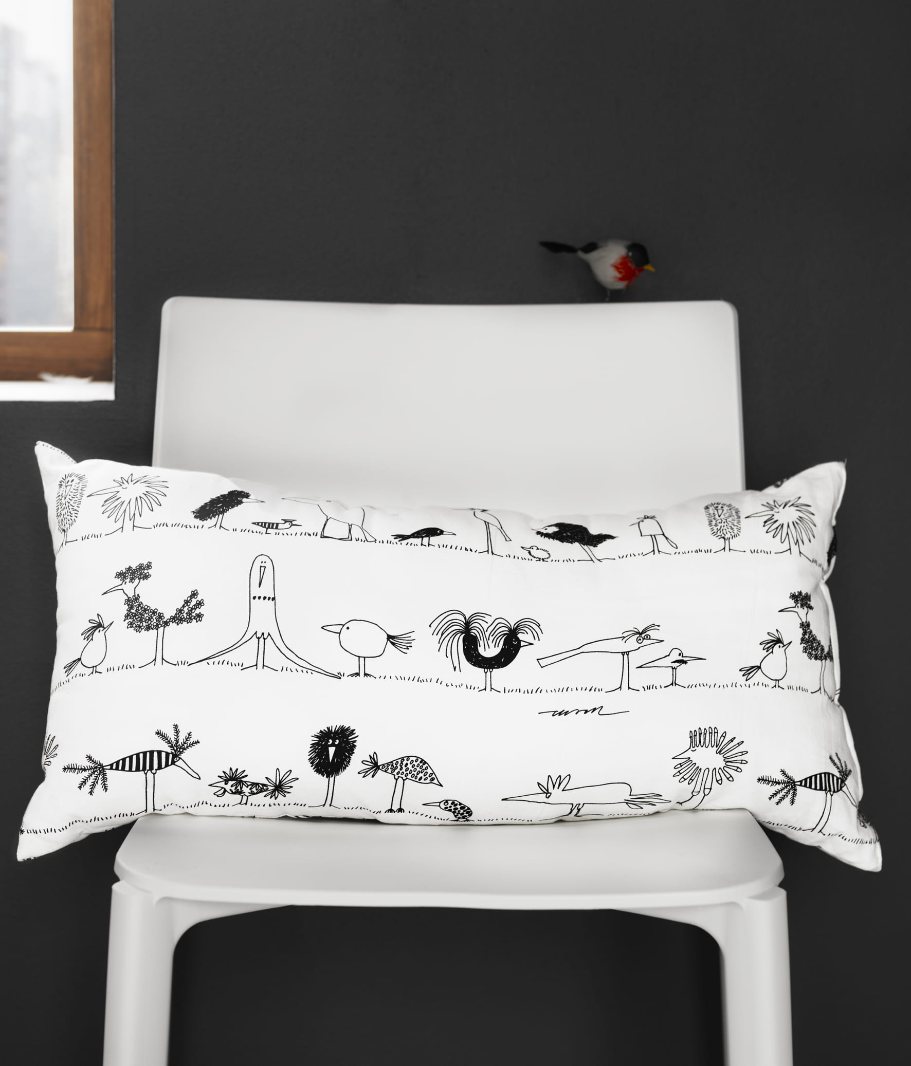 coussin oiseaux onskedrom ikea ikea une collection sous le signe du dessin journal des femmes. Black Bedroom Furniture Sets. Home Design Ideas