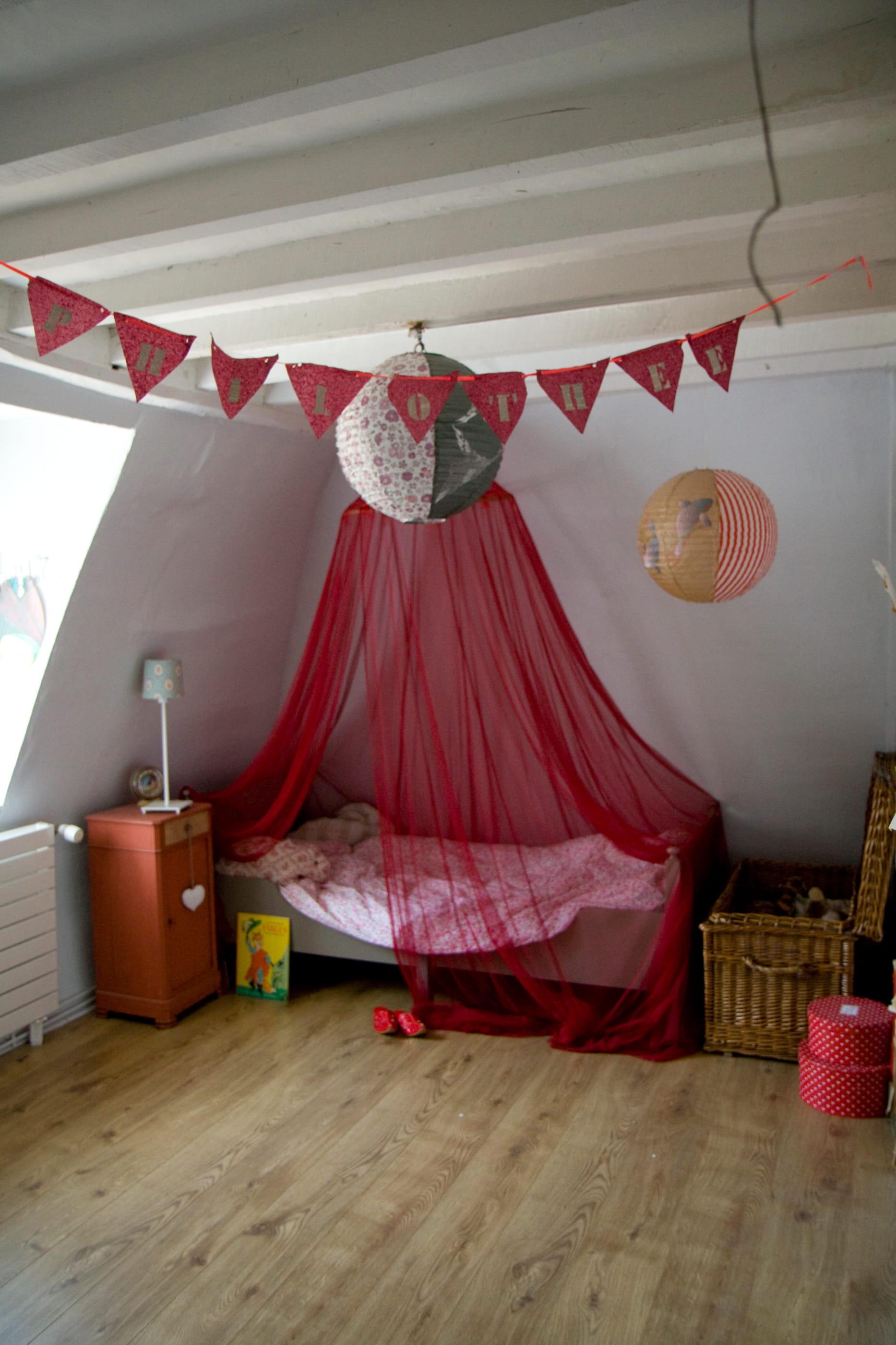 ciel de lit de princesse le ciel de lit la touche. Black Bedroom Furniture Sets. Home Design Ideas
