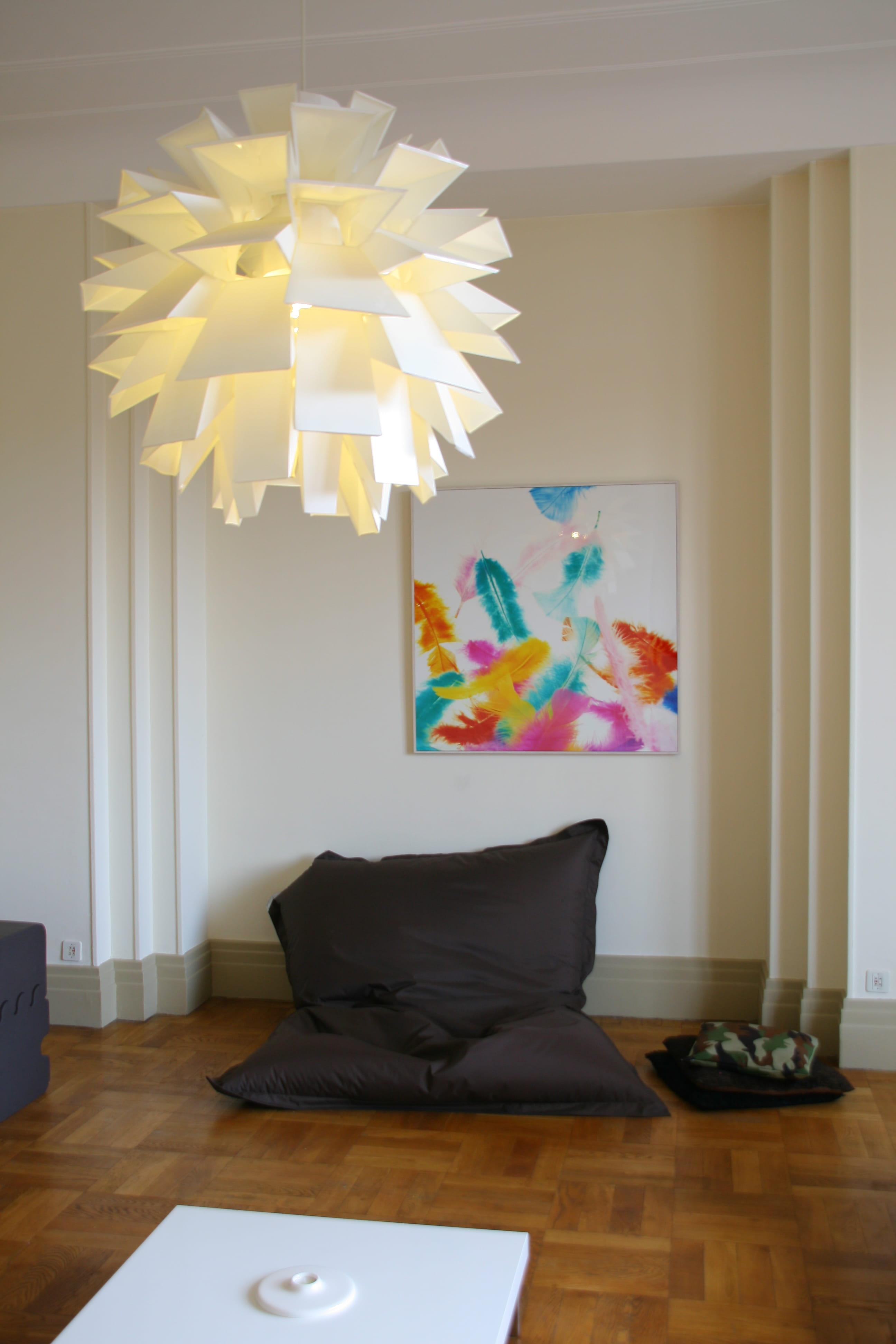 un nouveau fauteuil relooker son salon avec moins de 50 euros journal des femmes. Black Bedroom Furniture Sets. Home Design Ideas