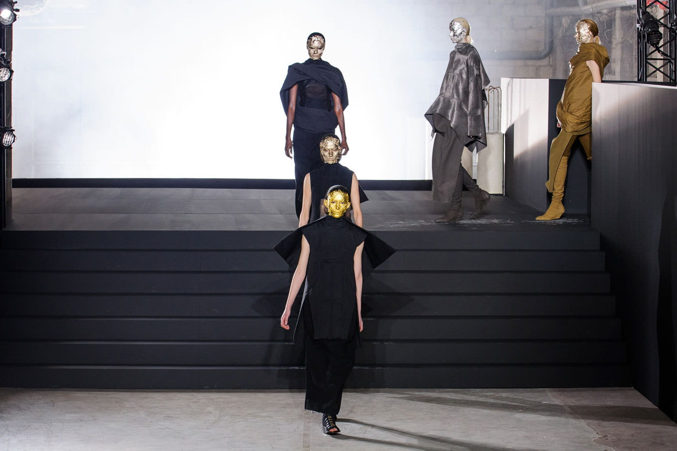 d fil rick owens pr t porter automne hiver 2015 2016 minimalisme sculptural journal des. Black Bedroom Furniture Sets. Home Design Ideas